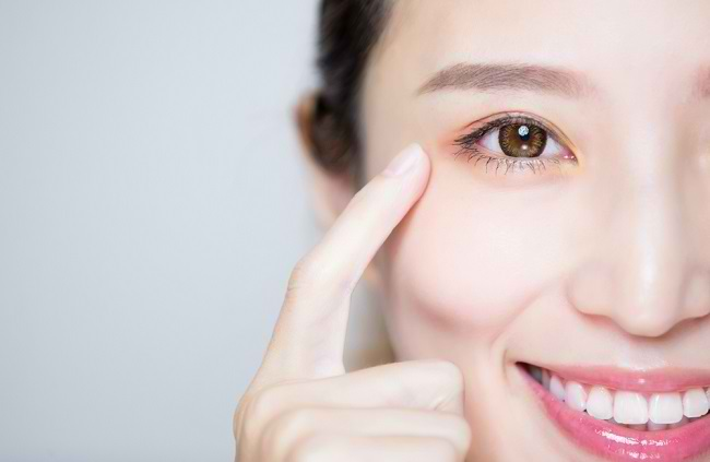 Berbagai Perawatan Mata yang Mudah Dilakukan - Alodokter