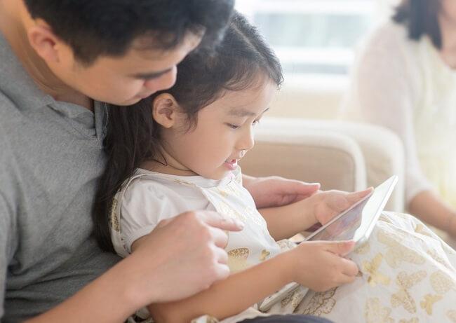 Berapa Jam Waktu Ideal Anak Gunakan Gadget Setiap Hari? - Alodokter