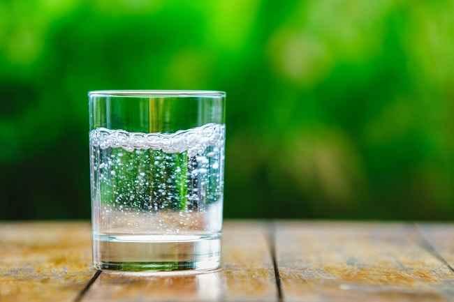 Manfaat dan Bahaya Sparkling Water bagi Kesehatan Tubuh - Alodokter