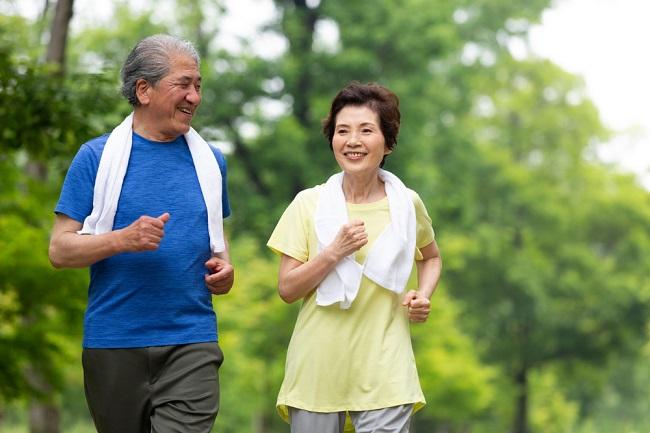 Berbagai Jenis Olahraga untuk Lansia Beserta Manfaatnya - Alodokter