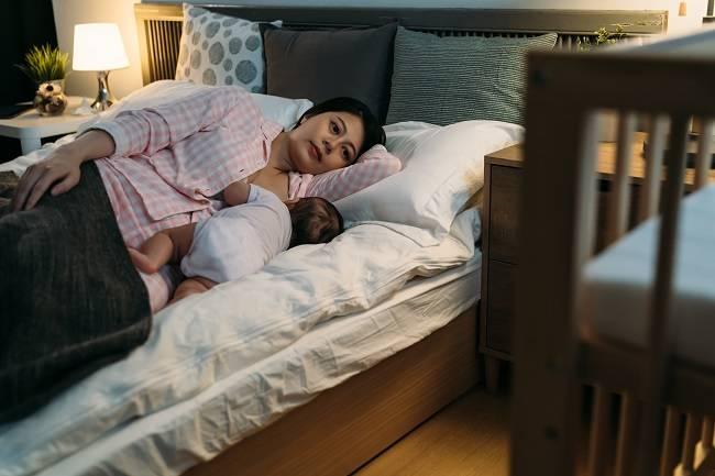Inilah 3 Alasan Penting Bayi Perlu Disusui Tiap Malam - Alodokter