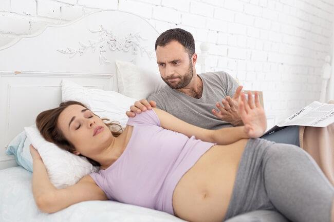 Enggan Dekat Suami Saat Hamil, Normal atau Tidak? - Alodokter