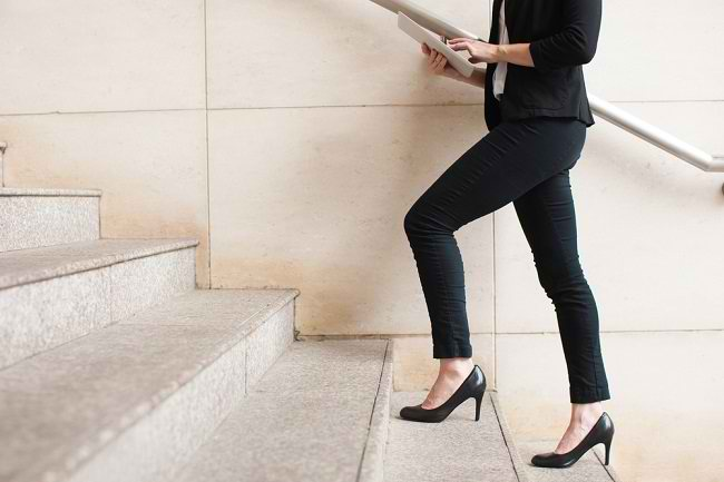Sepatu Hak Tinggi, Kenali Risiko dan Cara Tepat Mengenakannya - Alodokter