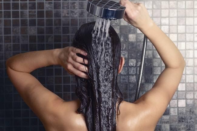 Wanita yang Sedang Menstruasi Dilarang Cuci Rambut: Mitos atau Fakta? - Alodokter