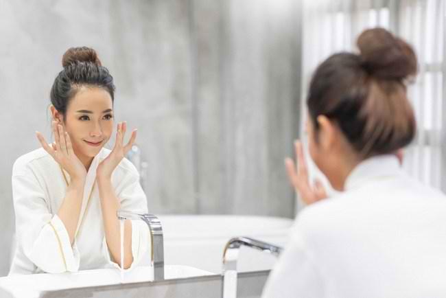 Double Cleansing untuk Kulit Wajah yang Lebih Bersih - Alodokter