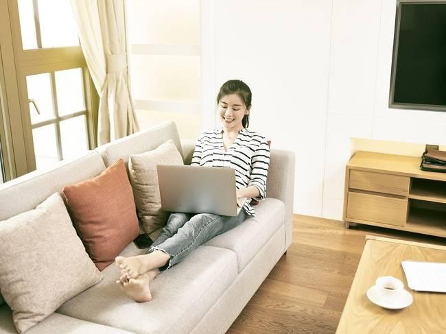 Tips Tetap Sehat Saat Menjalani Work from Home (WFH) - Alodokter