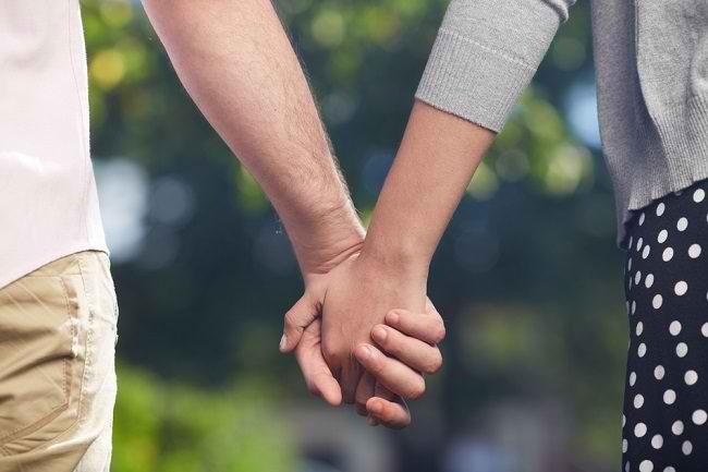 Bukan Sekadar Romantis, Inilah Manfaat Sentuhan Fisik atau Skinship dengan Pasangan - Alodokter