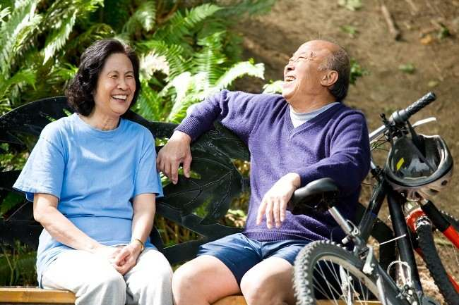 Pentingnya Asuransi Kesehatan untuk Orang Tua - Alodokter