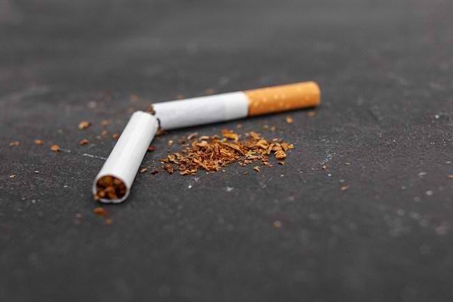 Tips Atasi Gejala Putus Nikotin Akibat Berhenti Merokok - Alodokter