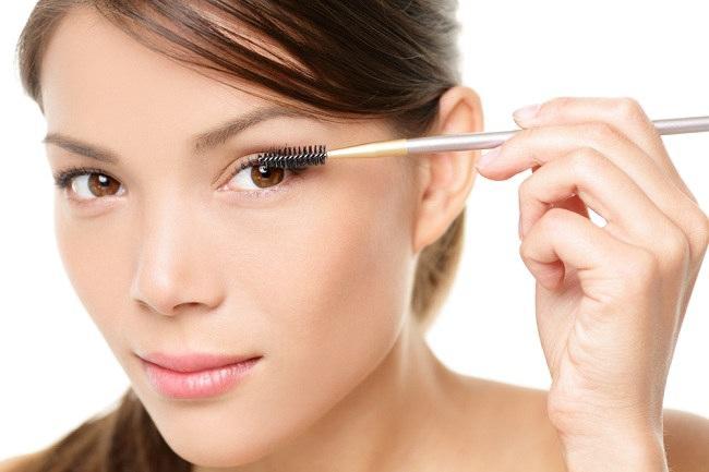Cara Memanjangkan Bulu Mata yang Benar - Alodokter