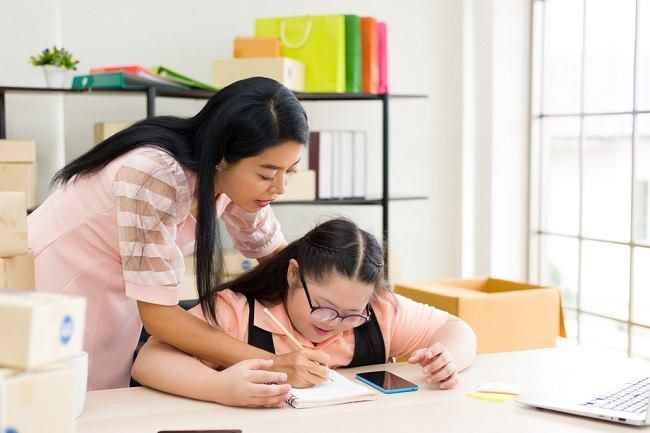 Beberapa Cara Mendidik Anak Autisme di Rumah