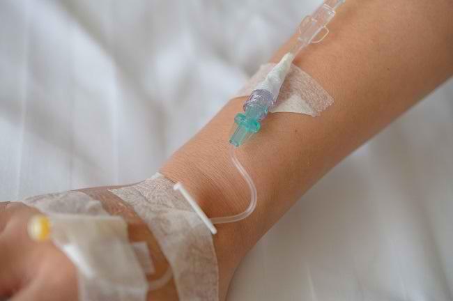 Mengenal Parenteral, Metode Pemberian Nutrisi dan Obat dari Pembuluh Darah - Alodokter