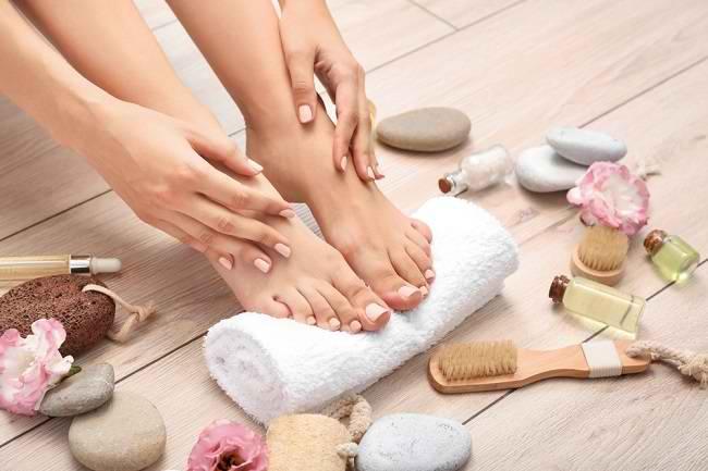 6 Manfaat Manicure Pedicure bagi Kesehatan - Alodokter