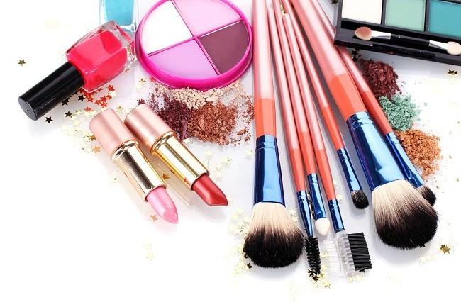 Alasan Pentingnya Memerhatikan Tanggal Kadaluarsa Kosmetik - Alodokter