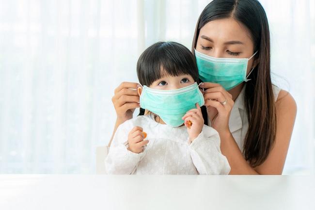 Tips Mengajarkan Anak Menggunakan Masker - Alodokter