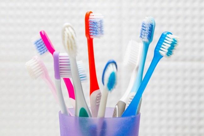 Tips Memilih Sikat Gigi dan Cara Merawatnya - Alodokter