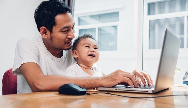 Jangan Stres, Ini Kiat Sukses WFH bagi Ayah - Alodokter