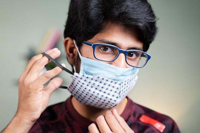 Cara Menggunakan Masker Dobel yang Benar untuk Mencegah COVID-19 - Alodokter