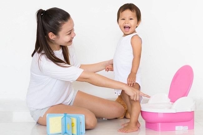 Kapan Anak Siap Diberikan Toilet Training? - Alodokter