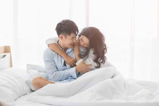 Tips Melakukan Hubungan Intim di Malam Pertama - Alodokter