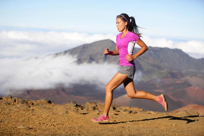 Kunci Memilih Baju Olahraga Wanita yang Tepat - Alodokter