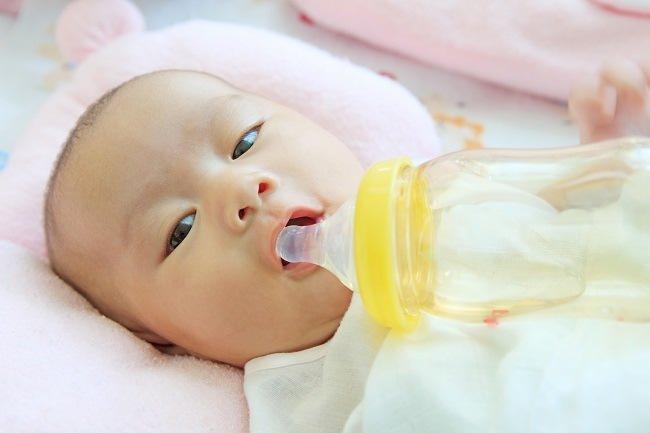 Membedakan Muntah pada Bayi yang Normal dan Abnormal - Alodokter