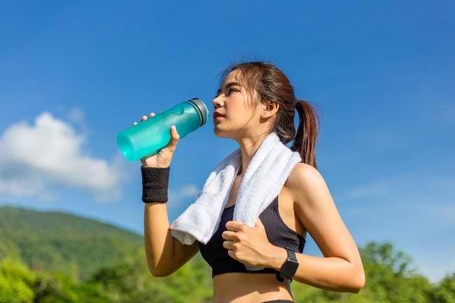 Manfaat Minuman Elektrolit untuk Tubuh - Alodokter