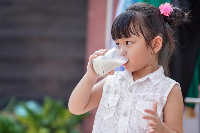 Pentingnya Kombinasi Unik Zat Besi dan Vitamin C untuk Anak Alergi Susu Sapi - Alodokter
