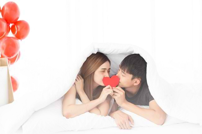 Ketahui 8 Manfaat Ciuman Bibir Beserta Risikonya - Alodokter