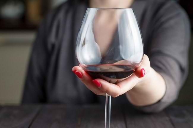 Kenali Bahaya Minum Wine bagi Kesehatan - Alodokter