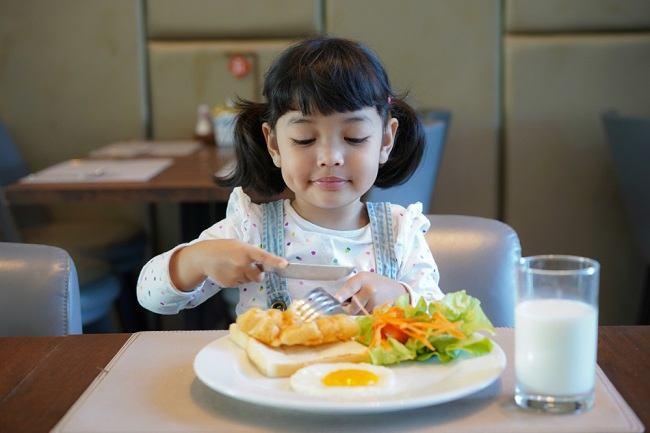 Bunda, Ketahui Sederet Makanan yang Mengandung Nutrisi Alami untuk Si Kecil di Sini - Alodokter