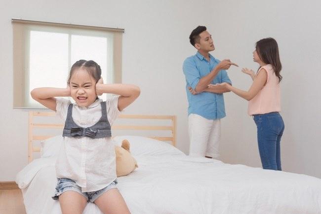 Ini Bahaya Bertengkar di Depan Anak - Alodokter