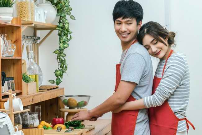 Keindahan Jatuh Cinta di Balik Kehidupan Pernikahan yang Sehat - Alodokter