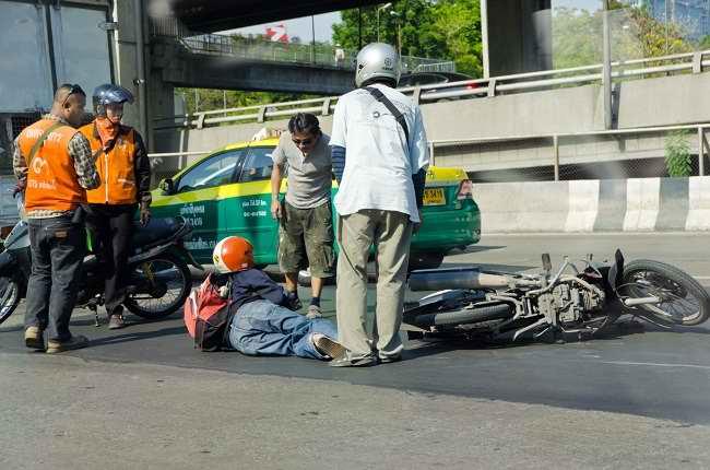 Pertolongan Pertama pada Kecelakaan Kendaraan Bermotor - Alodokter
