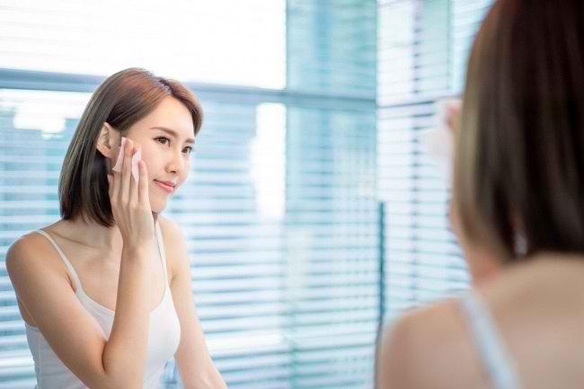 Cuci Muka Saja Tak Cukup, Inilah Cara Merawat Kulit Berminyak - Alodokter