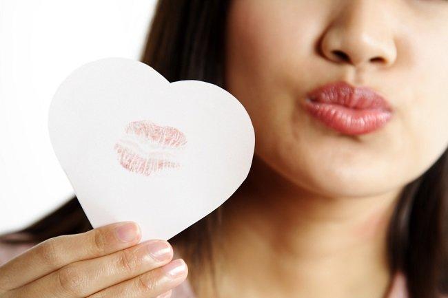 Cara Efektif Menghilangkan Bekas Ciuman - Alodokter