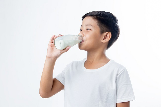 Waktu Terbaik untuk Minum Susu, Sebelum atau Sesudah Makan? - Alodokter