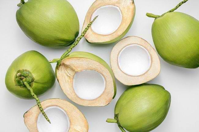 Manfaat Buah Kelapa untuk Kesehatan dan Kecantikan - Alodokter