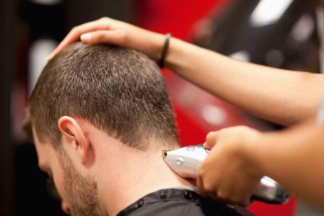 Perhatikan Hal-hal ini saat Mencukur Rambut - Alodokter