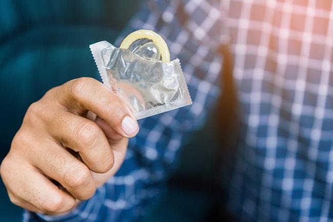 Kondom Dipakai Berkali-Kali, Bolehkah? - Alodokter