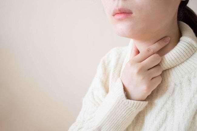 Mencegah Sakit Tenggorokan dengan Obat Kumur Povidone Iodine - Alodokter