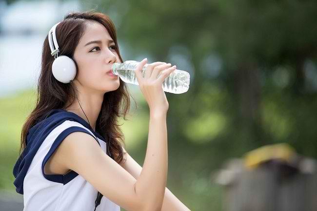 Kenali Kriteria Air Minum yang Layak Konsumsi - Alodokter
