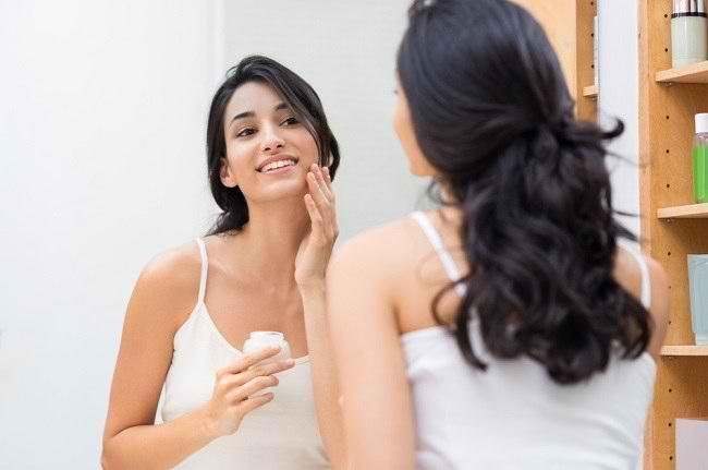 Jangan Dilewatkan, Ini 4 Manfaat Krim Malam untuk Kulit Wajah - Alodokter
