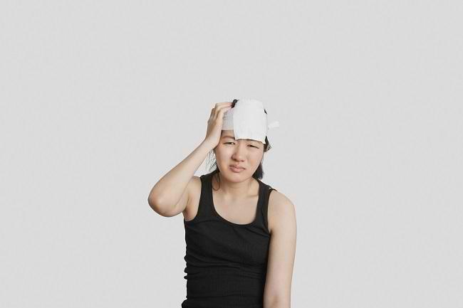 cedera kepala ringan atau berat, gejala, penyebab, cara mencegah, cara mengobati, alodokter