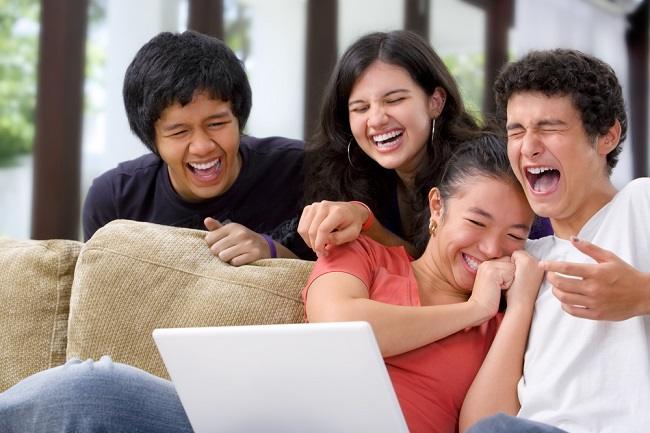 Ketahui Beragam Manfaat Tertawa untuk Kesehatan - Alodokter