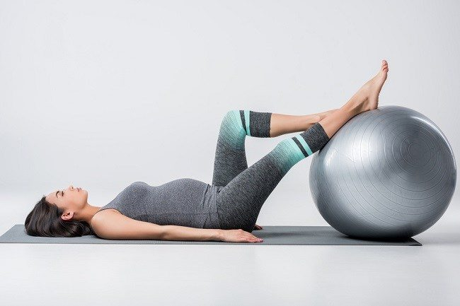 Menilik Manfaat Pilates untuk Ibu Hamil - Alodokter