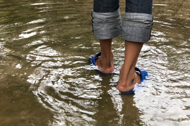 น้ำกัดเท้า