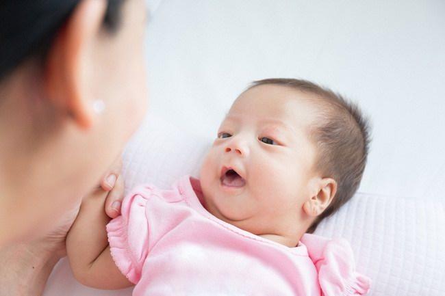 Kapan Bayi Bisa Melihat dengan Jelas? - Alodokter