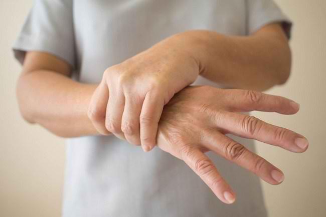 Kenali Tremor Beserta Penyebab dan Cara Penanganannya - Alodokter