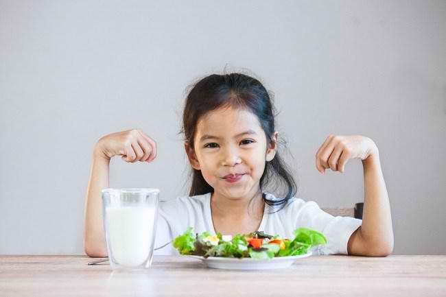 Manfaat Sarapan Sehat untuk Mendukung Perkembangan Otak Anak - Alodokter